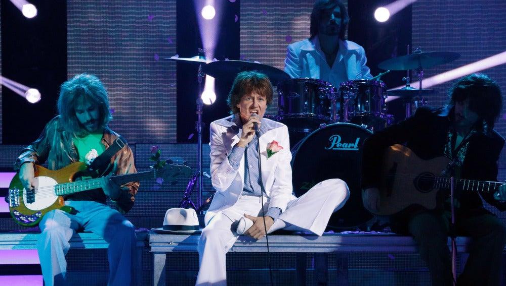 Esther Arroyo se pone de gala para imitar a Mick Jagger