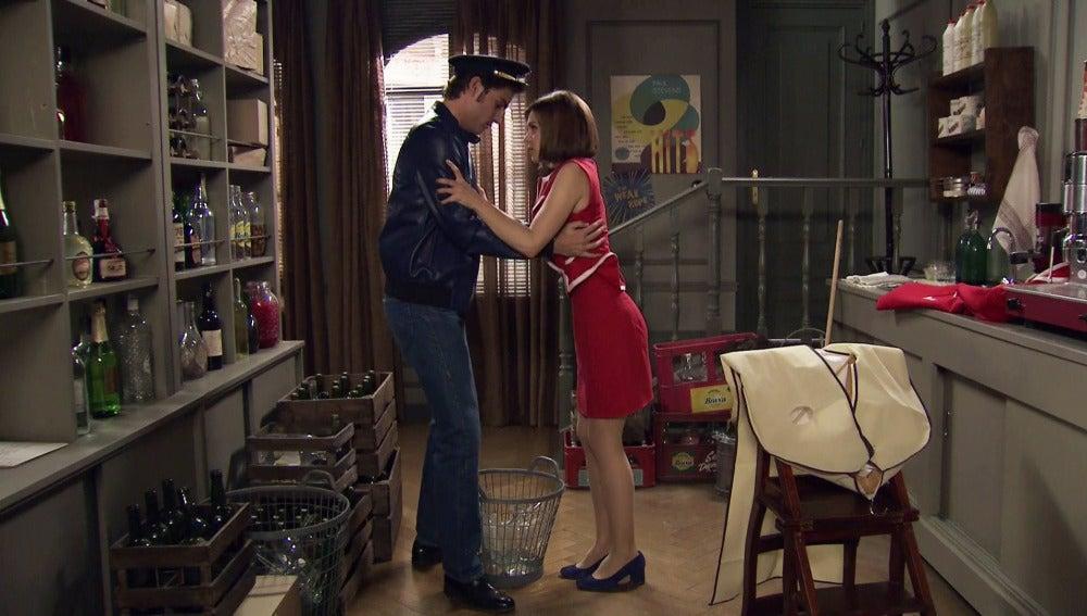 María y Gonzalo al límite del beso