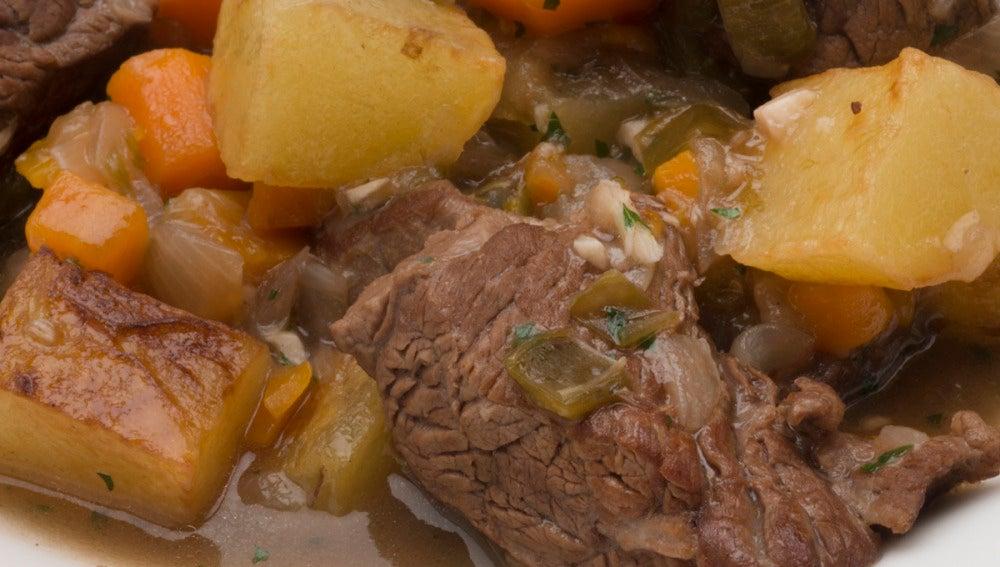 Carne guisada con patatas.