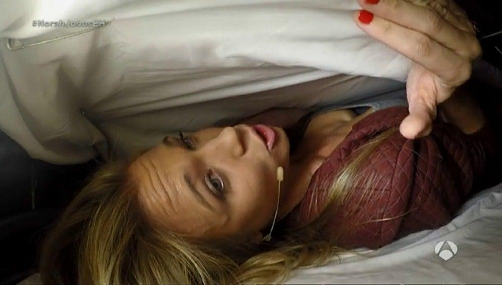 Frame 146.977851 de: Cómo escondernos de los ladrones dentro de un sofá cama, por Patricia Montero