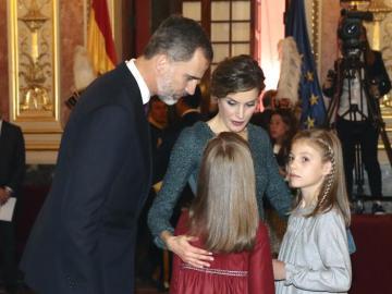 Los Reyes junto a sus hijas en la apertura de las Cortes