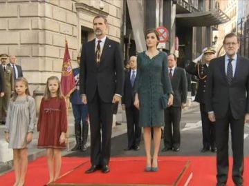 Los Reyes llegan al Congreso para la sesión de apertura solemne de las Cortes