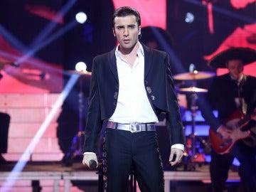 Blas Cantó se pregunta 'Qué voy a hacer con mi amor' en la piel de Alejandro Fernández