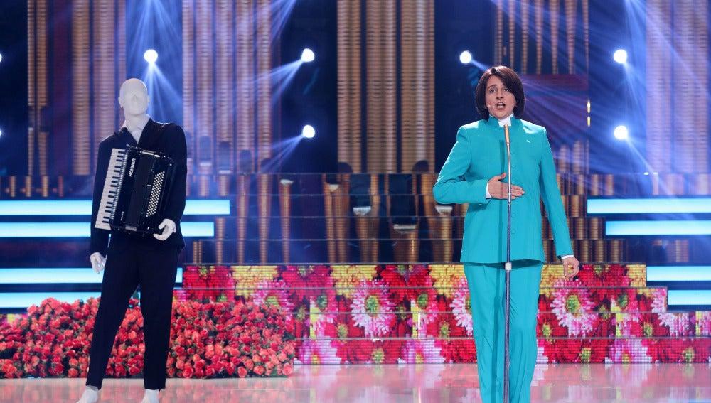 Yolanda Ramos canta con ilusión a su 'Mamá' como Jean Jacques