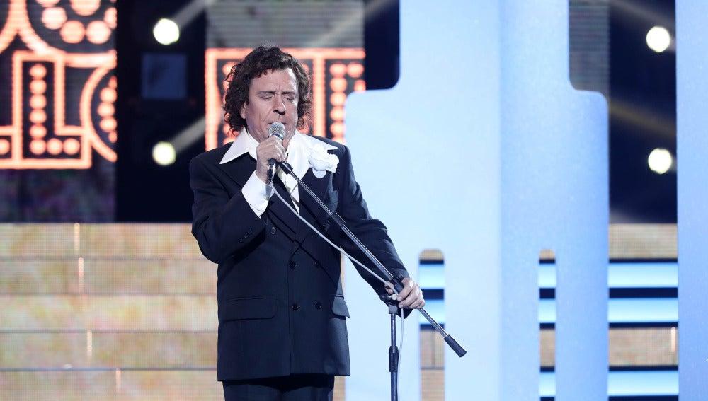 Juan Muñoz entrega el alma con 'El Progreso' como Roberto Carlos