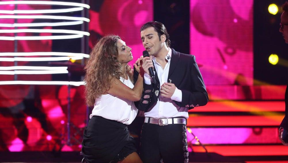 Blas Cantó enamora a Lolita con su voz