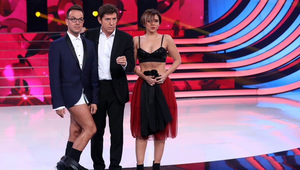 Chenoa Y Llàcer Se Desnudan Para Presentar El Comienzo De La Gala