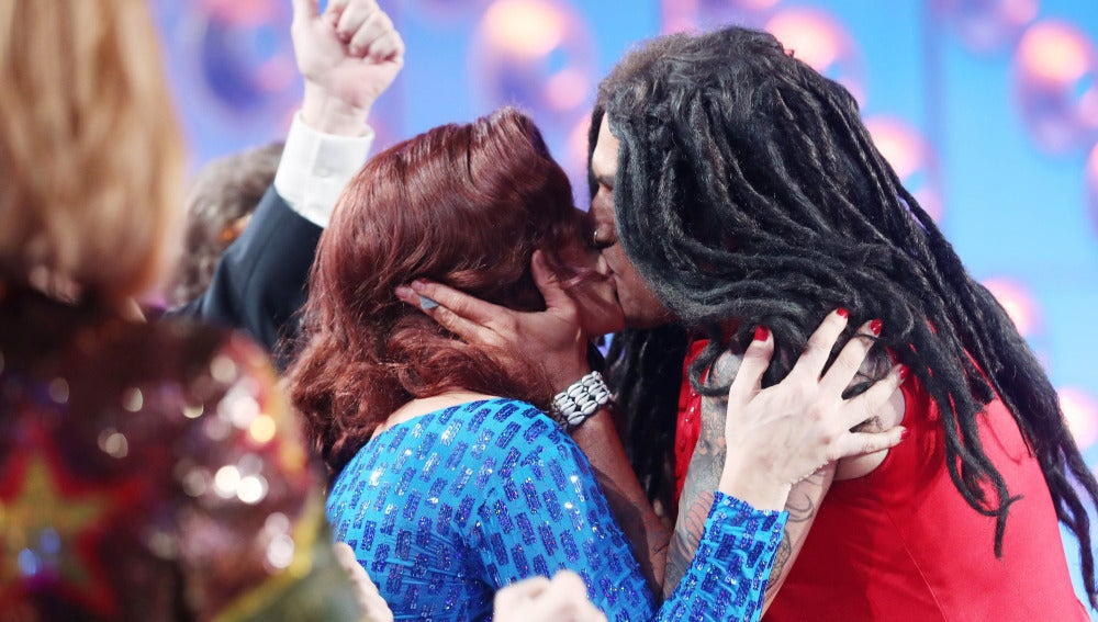 Rosa López sufre un 'déjà vu' cuando Lenny Kravitz le vuelve besa en los labios
