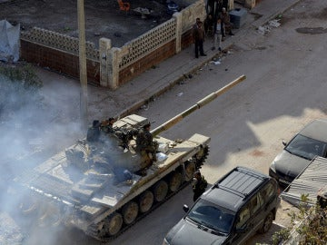 Tanques circulando por la ciudad de Alepo