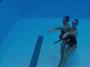 El equipo de natación sincronizada realiza un 'Mannequin Challenge'
