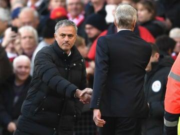Mourinho saluda a Wenger