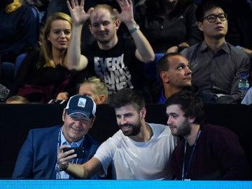 Gerard Piqué junto al actor Kevin Spacey
