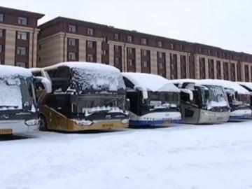 Frame 18.647059 de: La primera nevada del invierno en Pekín obliga a cancelar docenas de vuelos