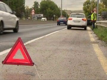 Frame 45.021014 de: Si se detiene en carretera, por una avería o para auxiliar en un accidente, puede poner en riesgo su vida