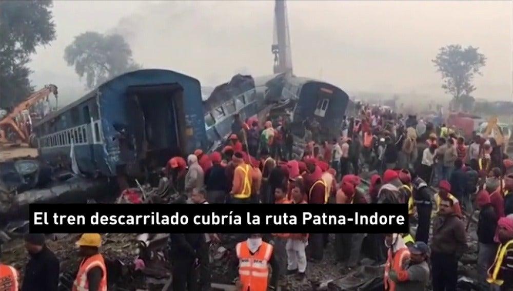 Frame 7.431245 de: Al menos 138 muertos en un accidente de tren en el norte de la India