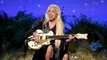 Lady Gaga interpretó 'Million Reasons' en los AMAs 2016