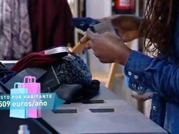 Frame 27.123182 de: Los españoles gastan 23 millones de euros en ropa al año