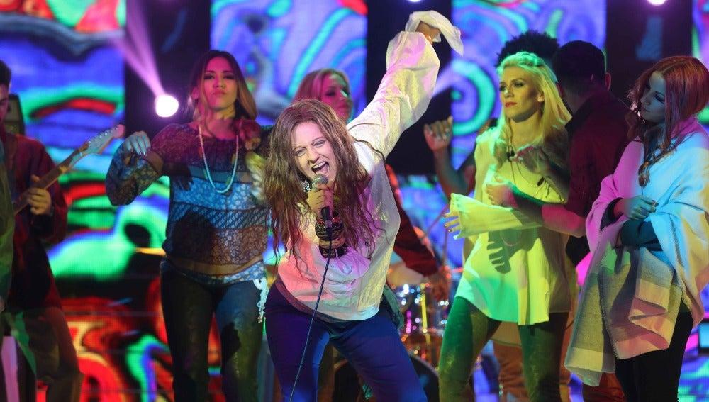 Yolanda Ramos ilumina el plató como la gran estrella del rock Janis Joplin