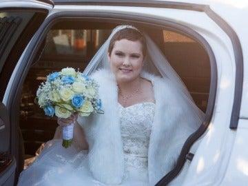 Amber Snailham, enferma terminal del cáncer, el día de su boda
