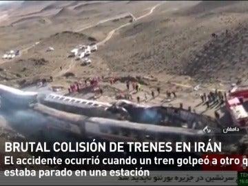 Frame 16.413789 de: Al menos 40 muertos y más de 100 heridos en un choque entre trenes de pasajeros en Irán