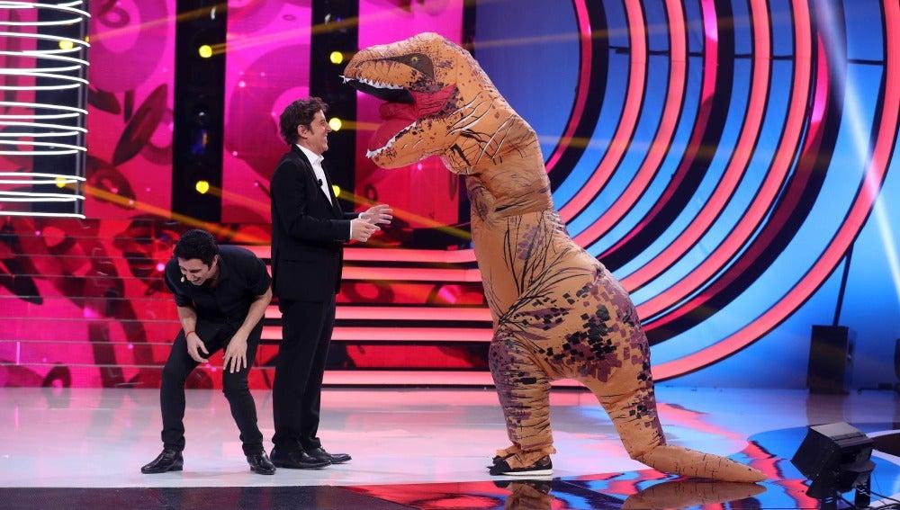 Un 'T-Rex' amenaza con destruir el plató de 'Tu cara me suena'