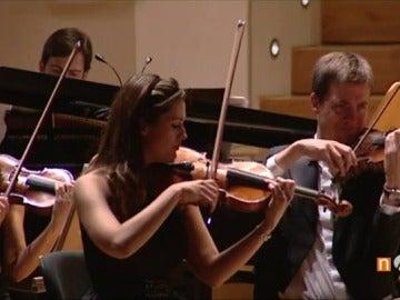 Frame 45.166016 de: La 'Film Symphony Orchestra' continúa su gira por España deleitando con su interpretación de bandas sonoras de cine