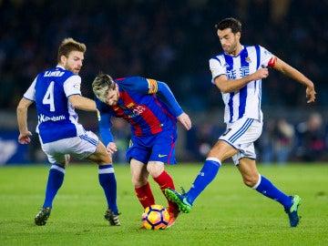 Messi intenta irse de Xabi Prieto en Anoeta