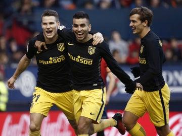 Gameiro, Correa y Griezmann celebran un gol