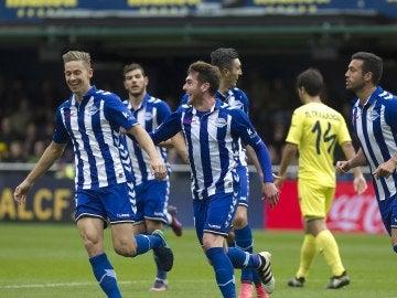 Ibai Gómez celebrando el gol con su compañeros