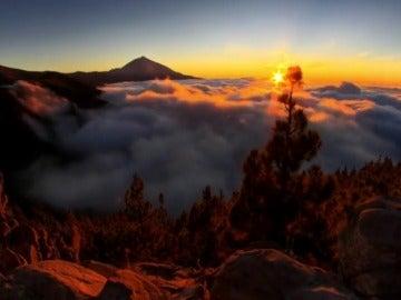 Frame 38.464021 de: Un astro-fotógrafo graba el cielo sobre el Teide con cámaras aéreas de alta definición
