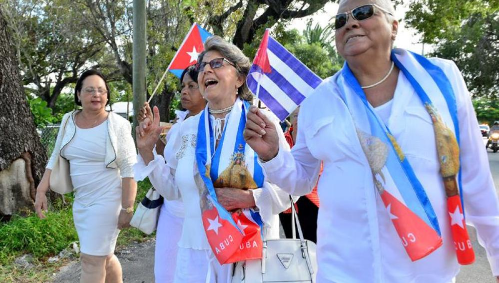 Integrantes del movimiento opositor cubano Damas de Blanco