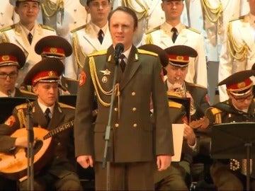Frame 72.305559 de: El coro del Ejército Rojo de Rusia  se atreve con una jota de La Dolores