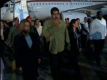 Frame 17.873454 de: Nicolás Maduro llega a Cuba para despedir a Fidel Castro