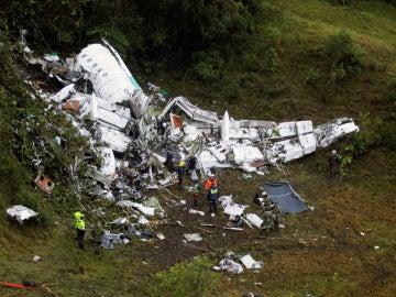 Fotografía del lugar del accidente aéreo en Colombia