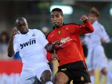 Cléber Santana, jugando contra el Real Madrid