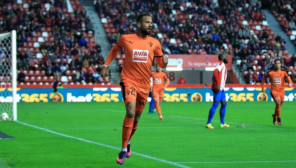 'Bebé' celebra su gol contra el Sporting