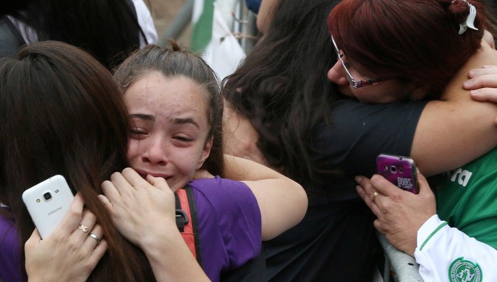 Familiares de las víctimas del Chapecoense lloran la tragedia