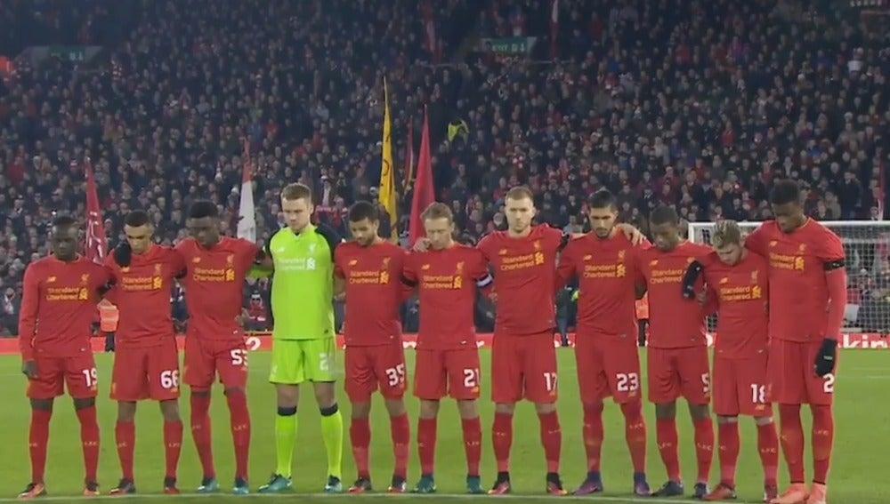 El minuto de silencio vivido en Anfield por las víctimas del Chapecoense