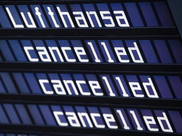 Vista de un panel de información en el aeropuerto de Múnich (Alemania)