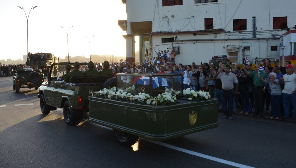 Las cenizas de Fidel Castro emprenden viaje desde La Habana