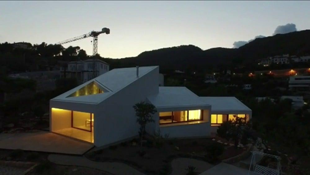 Frame 54.923067 de: La mejor casa del mundo, la tenemos en España,  esta en Palma de Mallorca