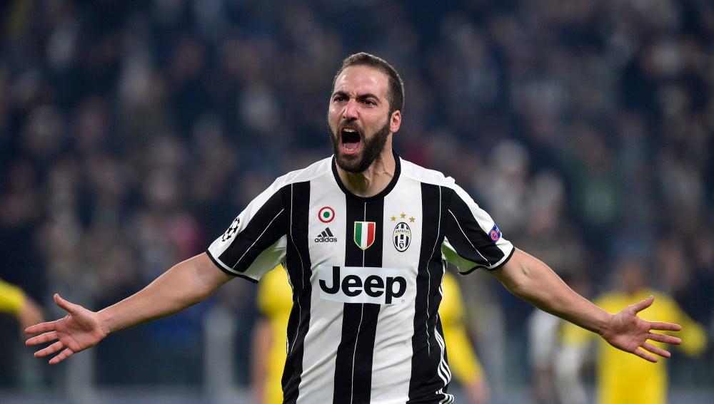 Higuaín celebrando su gol con la Juventus