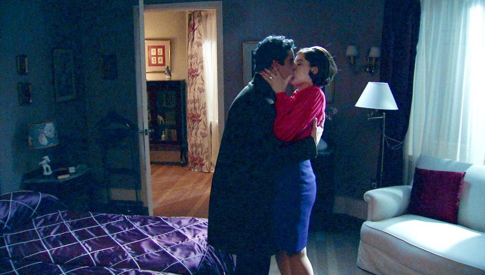 Marta y Rafael, viven una noche de pasión descontrolada