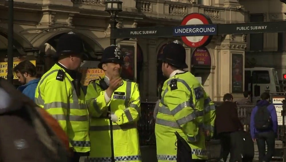 Resultado de imagen de Más de 300 policías británicos acusados de explotar sexualmente a las víctimas de los delitos