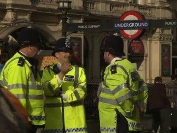 Frame 47.901514 de: Un informe acusa a más de 300 policías británicos de abuso de autoridad con fines sexuales