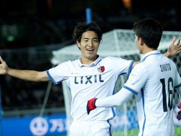 Mu Kanazaki celebra su gol