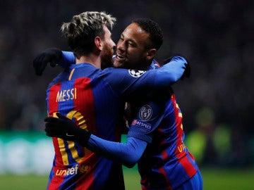 Neymar y Messi abrazándose en un partido