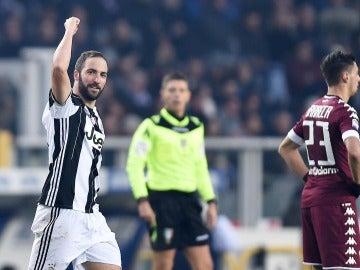 Higuaín celebrando uno de sus goles frente al Torino