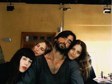 Las caras de cansancio del equipo de 'La Catedral del Mar' tras un duro día de rodaje