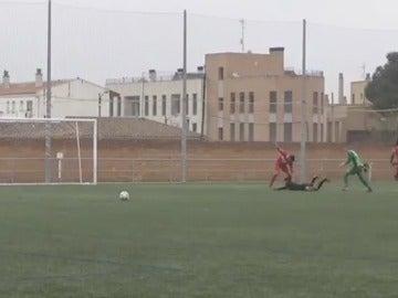 Imagen de la brutal agresión a un árbitro de Primera Regional